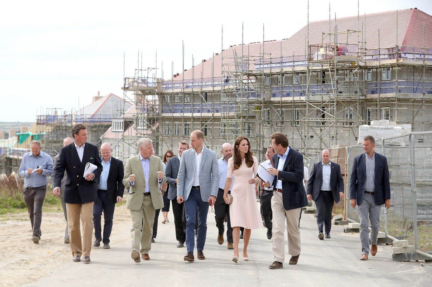 NEWQUAY, ENGLAND - SEPTEMBER 01: Prince William, Duke of Cambridge and Catherine, Duchess of Cambridge (C) visit Nansledan, a 218-hectare site that will provide future business and housing for the local area on September 1, 2016 in Newquay, United Kingdom. (Photo by Chris Jackson - WPA Pool/Getty Images)