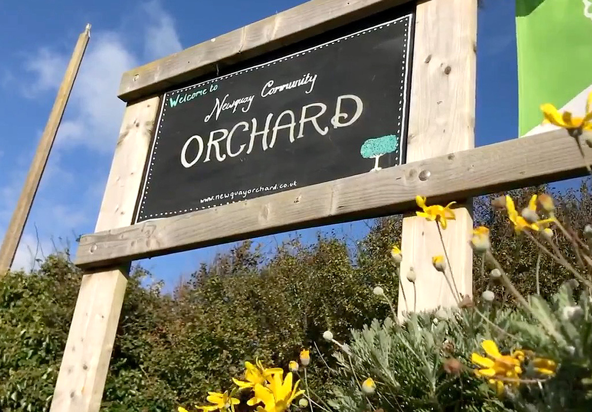 newquay_community_orchards_sign